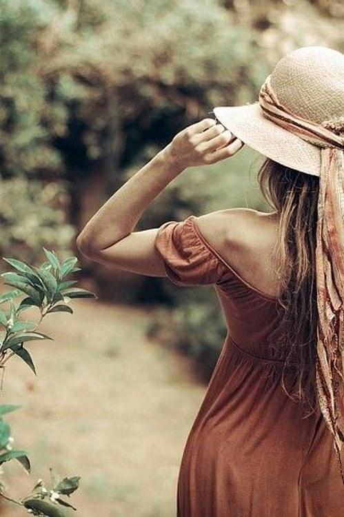 femme chapeau paille